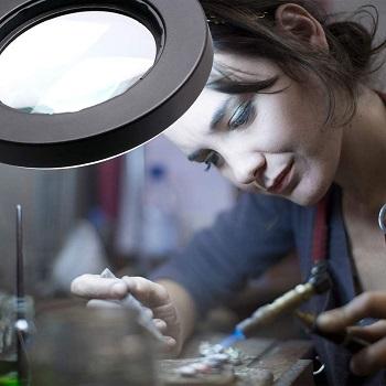 Tneltueb Magnifying Glass Lamp
