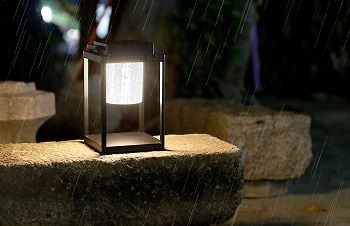 BEST BATTERY-OPERATED OUTDOOR TABLE LIGHT