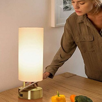 BEST WIRELESS BEDSIDE LAMP WITH CHARGING STATION