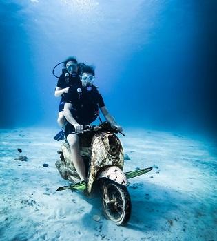 diving under sea